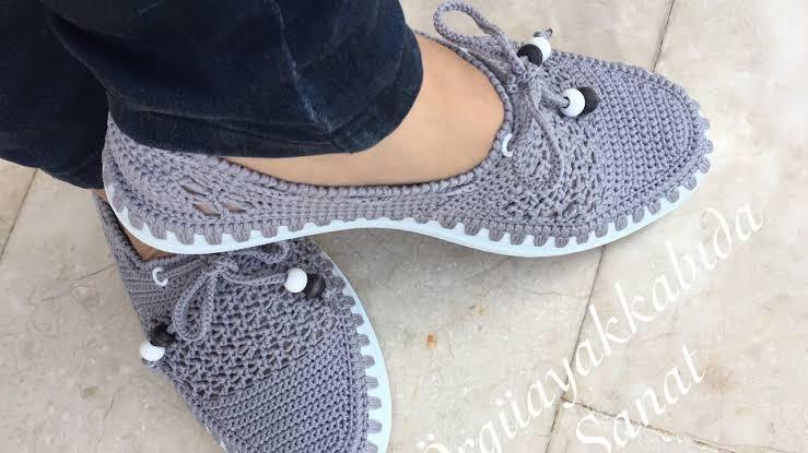 Sapato de Crochê Feminino Cinza