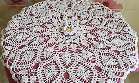 Toalha de Mesa em Crochê com Flor