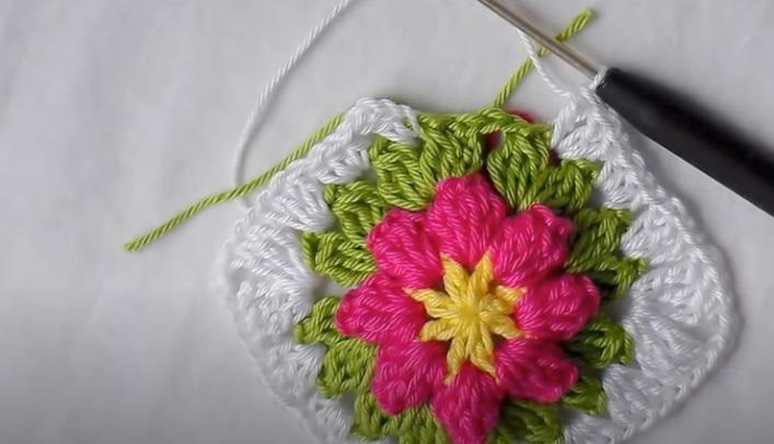 Square de Crochê com Flor Criativa