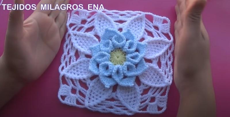Flor de Crochê Azul Inverno