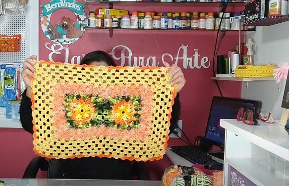 Tapete de Crochê Retangular com Flor