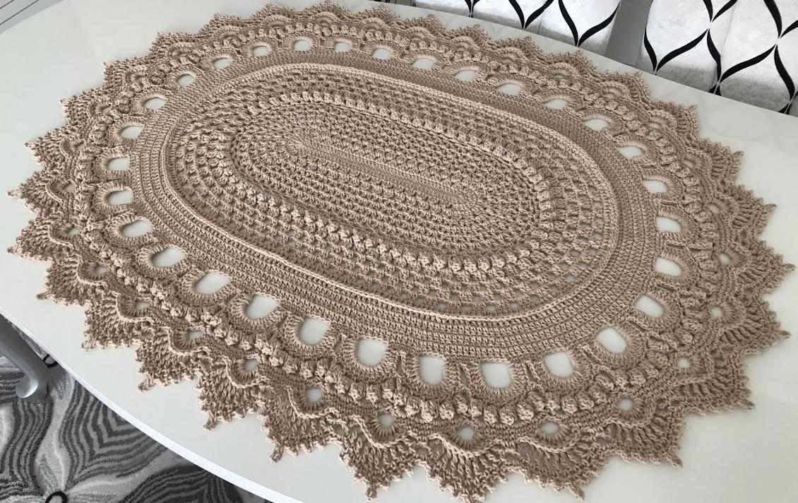 Tapete Oval de Crochê com Bico Russo