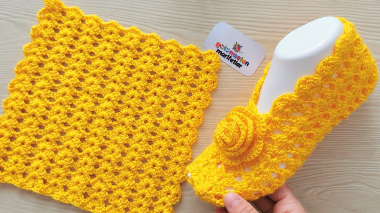 Sapatinho de Tricô Feminino Amarelo com Flor